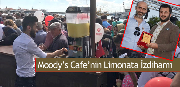 Moody's Cafe'nin Limonata İzdihamı