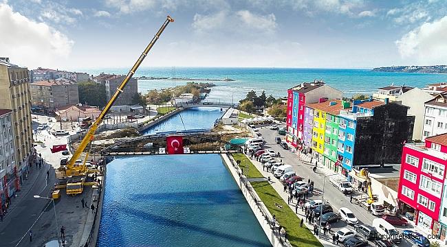 Geçici mobil yaya köprüsü monte edildi