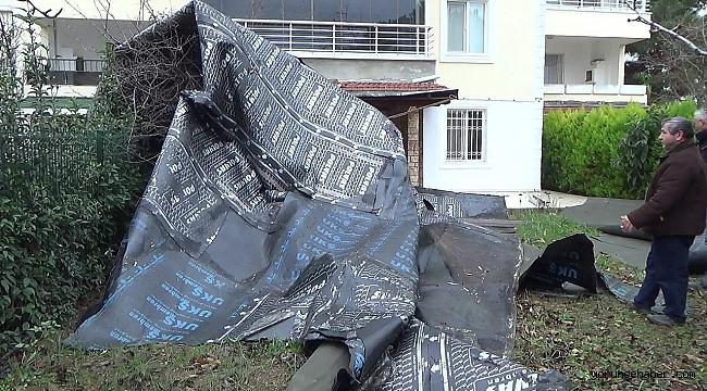 Silivri'de bir binanın çatı parçaları uçtu