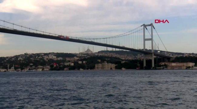 SPOR Şampiyonun bayrağı köprülere asıldı