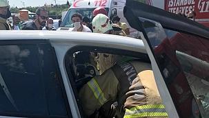 Silivri'de iki araç kafa kafaya çarpıştı: 3 yaralı