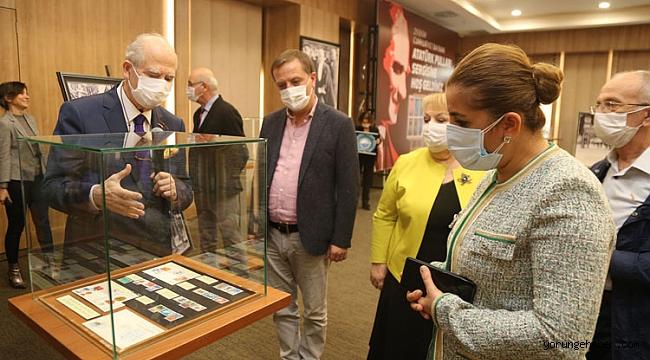 Dünya'da ve Türkiye'de Atatürk için bastırılan pullar sergilendi