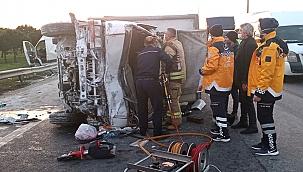Silivri'de kamyonet emniyet şeridindeki minibüse çarptı: biri çocuk 2 yaralı