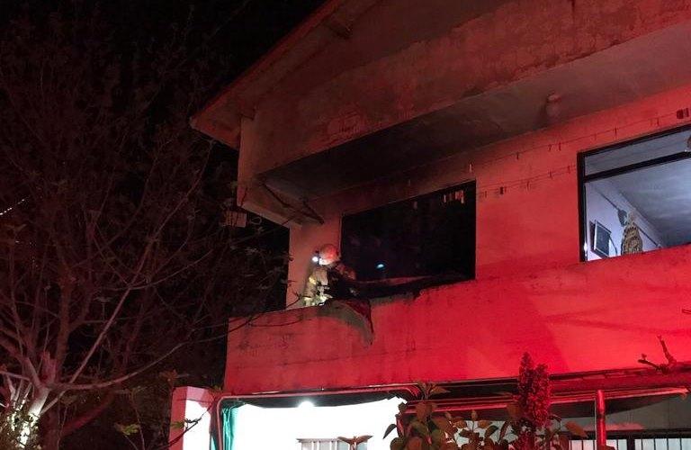 Silivri'de 2 katlı binada yangın çıktı