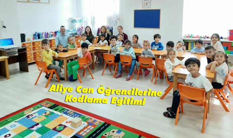 Aliye Can öğrencilerine kodlama eğitimi verildi