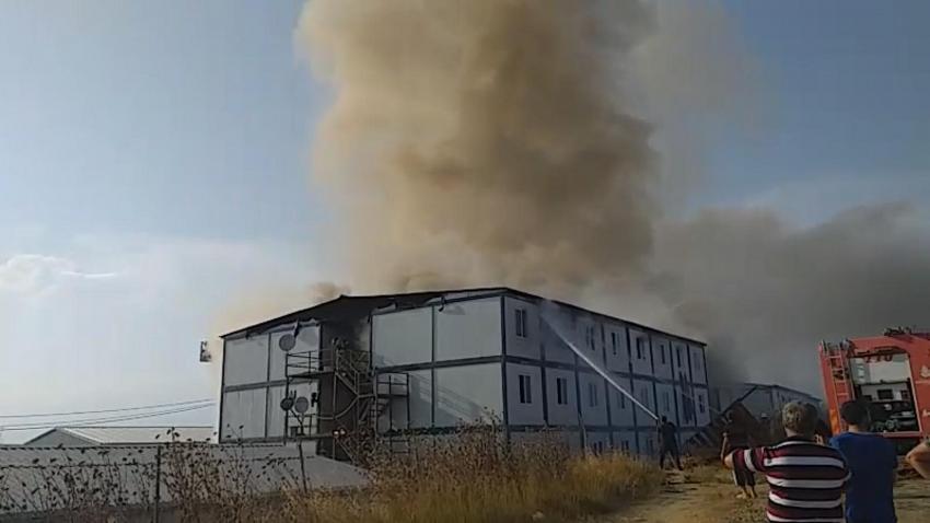 Silivri'de işçilerin kaldığı bina da yangın çıktı